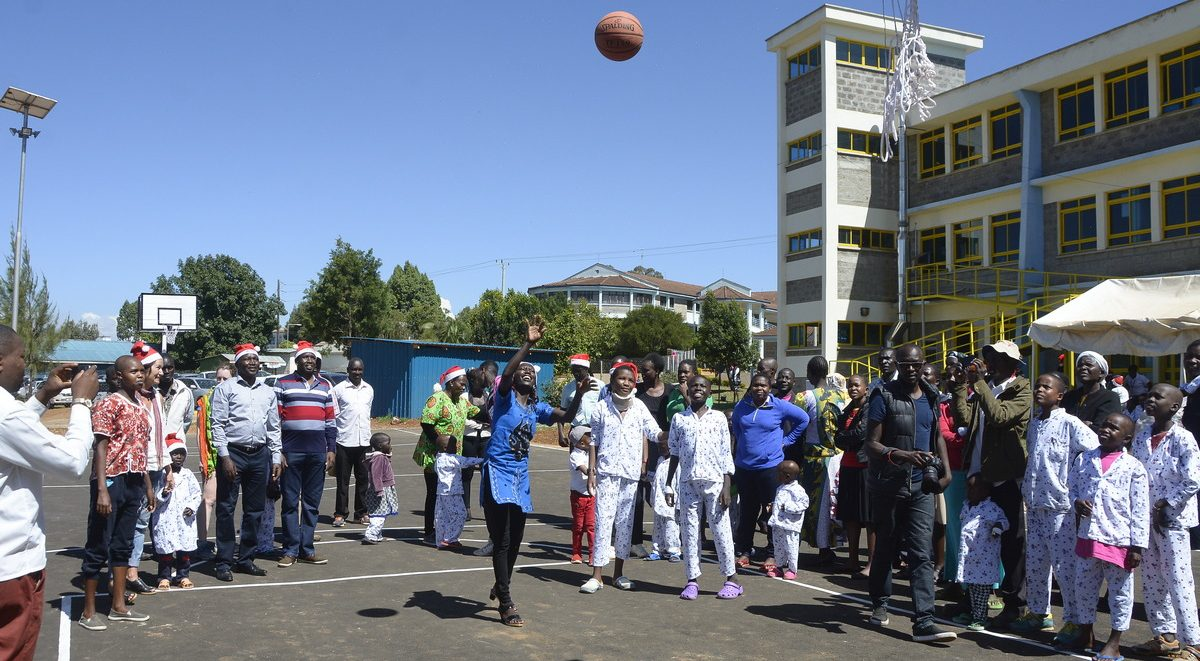 mary_keitany_basketball
